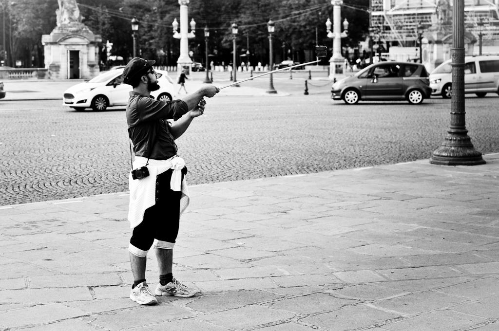 Mit Verlängerung: Hersteller wie Hama setzen mittlerweile auf Zubehör für die Generation Selfie