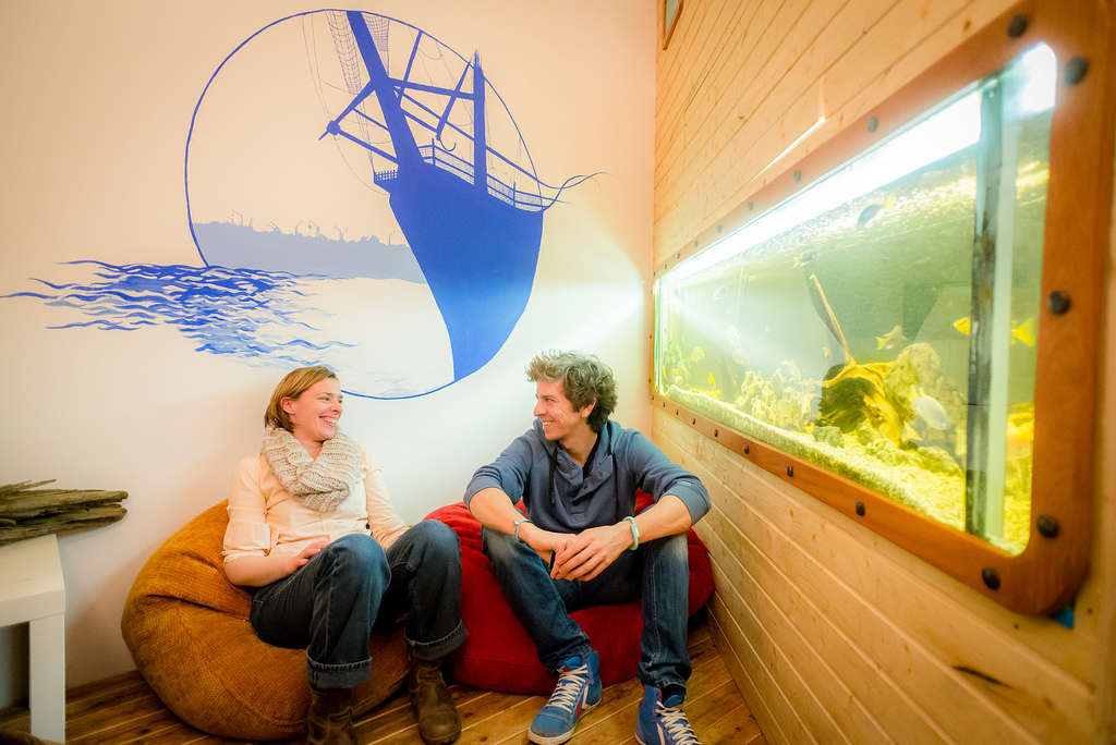 Ein Aquarium, Sitzsäcke und Wandmalereien: Bei Jimdo setzt man auf den Feel-Good-Faktor. (Foto: Jimdo)