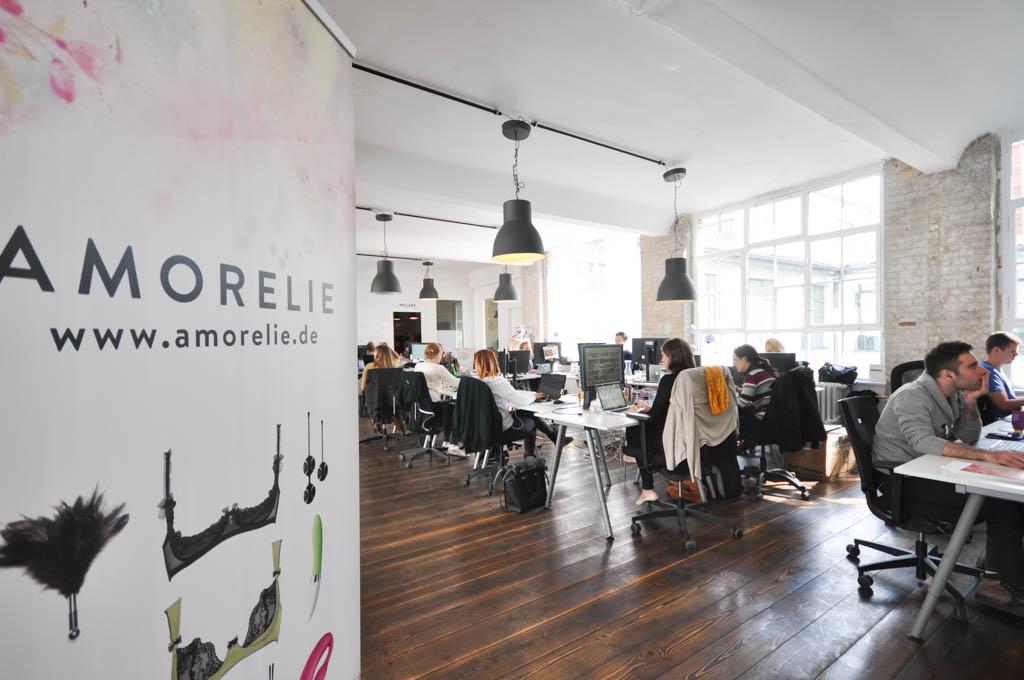 Der Online-Sexshop Amorelie wurde Anfang 2013 von den Gründern Leo-Sophie Cramer und Sebastian Pollok in Berlin gestartet.