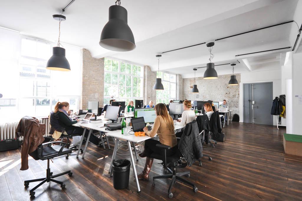 Statt auf Rotlicht-Charme und Schmuddel-Optik setzt der Webshop von Amorelie auf ein modernes und helles Design. Ähnlich sieht es auch im Büro des Unternehmens aus.