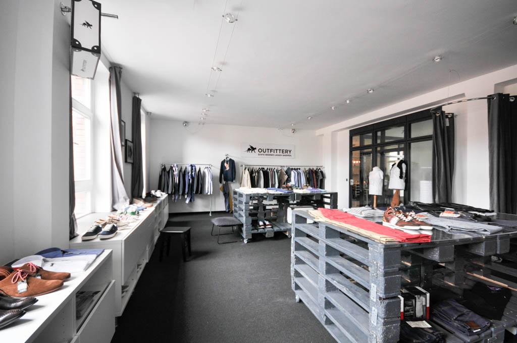 Erst vor kurzem wurde zusätzlich ein Showroom eingeweiht, in dem Outfittery zeigen will, was die Berliner alles im Angebot haben. Und das sind im Moment über 150 Modemarken. Outfittery verschickt seine Waren derzeit nach Deutschland, Österreich, in die Schweiz und in die Niederlande.