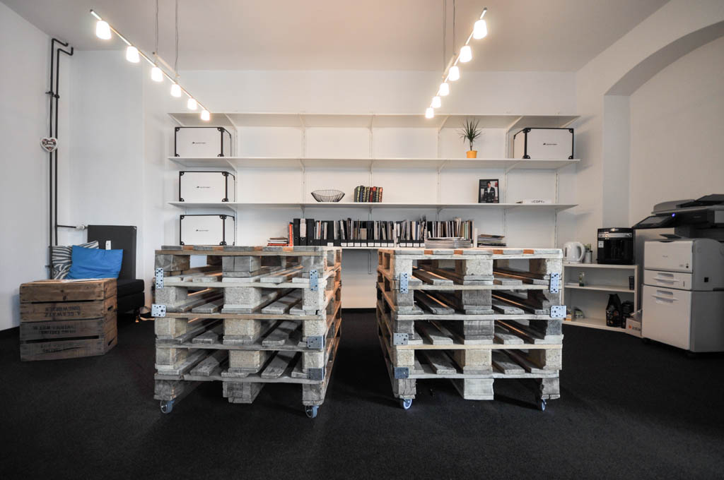 Das Hauptquartier des Unternehmens befindet sich in unmittelbarer Nähe zum Oranienplatz und erstreckt sich über zwei Etagen.