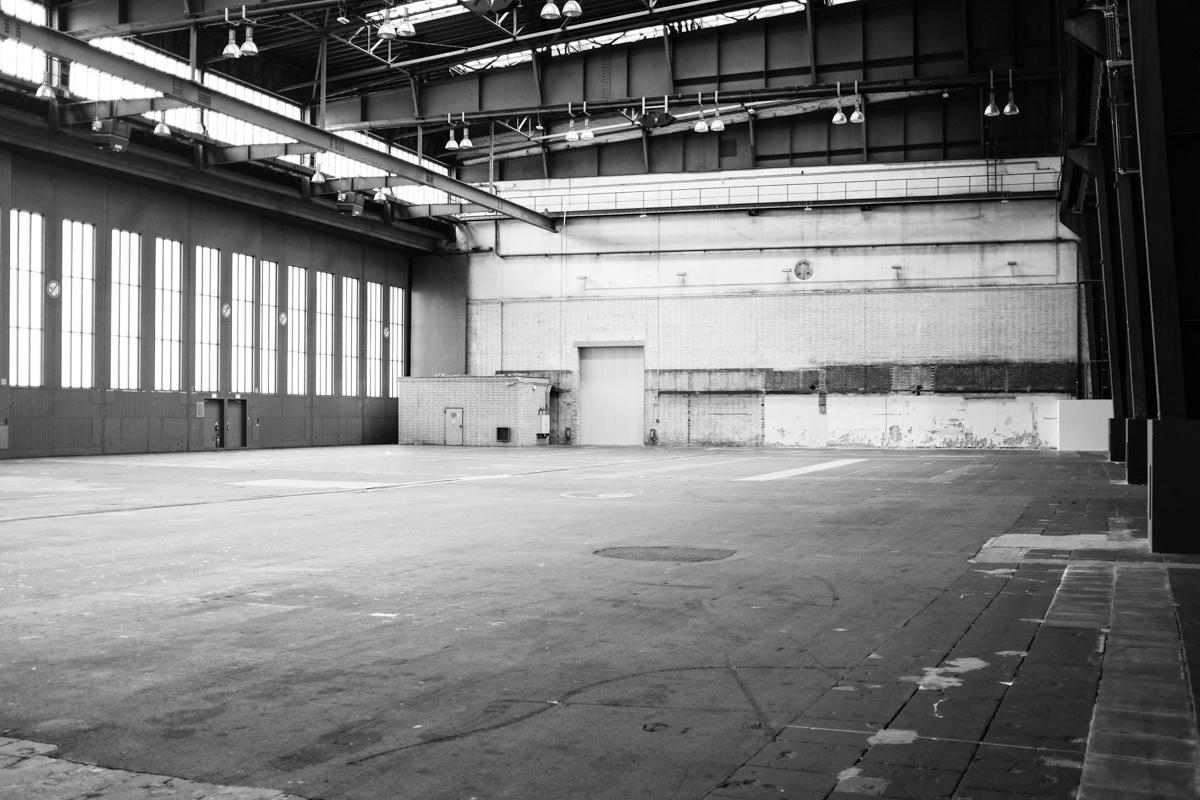 Im Inneren des Hangars.